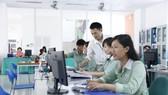 Sinh viên học online, một giải pháp ứng dụng thông tin kịp thời của Trường Đại học Đông Á