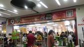 Việc đặt hàng online có thể giảm bớt việc tụ tập đông người tại các chợ, siêu thị...