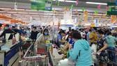 Người dân Đà Nẵng đổ xô mua hàng tích trữ dù hàng hóa không khan hiếm