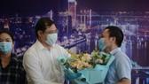 Khi dịch Covid-19 cơ bản được kiểm soát, các y bác sĩ vui vẻ chia tay Đà Nẵng