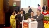 Sau phát động của Bí thư Thành ủy Đà Nẵng Trương Quang Nghĩa, các đại biểu dự đại hội tham gia ủng hộ đồng bào miền Trung bị thiệt hại do mưa lũ