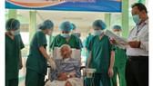 Bệnh nhân Covid-19 được xuất viện sau 9 lần liên tiếp xét nghiệm SARS-CoV-2 cho kết quả âm tính