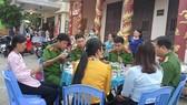 Những bữa cơm nóng ấm như thế này thật ý nghĩa với các chiến sĩ, tạo thêm động lực giúp họ hoàn thành tốt nhiệm vụ