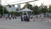 Lối vào Khu công nghiệp An Đồn (quận Sơn Trà, TP Đà Nẵng) được dựng rào chắn