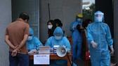 Gần 1.400 người làm việc tại tòa nhà Trung tâm hành chính TP Đà Nẵng đã lấy mẫu xét nghiệm Covid-19 do có một lãnh đạo sở làm việc tại đây là F1