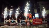 Người dân khu phong tỏa gần bar New Phương Đông vui mừng khi được dỡ phong tỏa