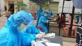Tát nhân viên lấy mẫu xét nghiệm, Phó Chánh Văn phòng Đoàn ĐBQH và HĐND TP Đà Nẵng bị giáng chức