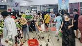 """Người dân Đà Nẵng đổ xô đi mua thực phẩm trước thông tin """"ai ở đâu, ở yên đó"""""""
