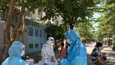 Xét nghiệm SARS-CoV-2 với những trường hợp có liên quan Chợ đầu mối Hòa Cường và Cảng cá Thọ Quang