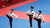 Bộ ba Nguyễn Thiên Phụng, Trần Tiến Khoa, Lê Thanh Trung đã giành tấm HCĐ đầu tiên cho Đoàn thể thoa Việt Nam