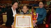 Làm hồ sơ truy tặng danh hiệu Bà mẹ Việt Nam anh hùng