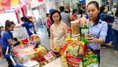 Giỏ quà tết được bán đa dạng tại các siêu thị