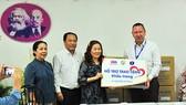 Trao 20.000 khẩu trang y tế tặng Bệnh viện Nhi đồng 1