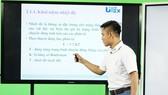 Giảng viên giảng bài cho sinh viên học online tại Trường ĐH Sư phạm Kỹ thuật TPHCM