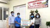 Tặng 100 triệu đồng cho người lao động nghèo phòng chống dịch Covid-19