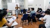 Học ngoại ngữ để bổ sung cho công việc và giao tiếp, chứ không phải để làm mai một tiếng Việt