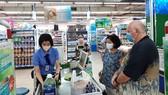 Người tiêu dùng chọn mua thực phẩm ở các địa chỉ uy tín