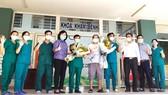Bệnh nhân cuối cùng mắc Covid-19 của TP Đà Nẵng được xuất viện  tại Bệnh viện dã chiến Hòa Vang (TTYT huyện Hòa Vang, TP Đà Nẵng). Ảnh: XUÂN QUỲNH