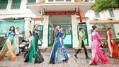 Áo dài trên phố trong Lễ hội Áo dài TPHCM 2020