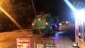 Các xe chở rác đã có thể ra vào bãi rác Nam Sơn để đổ rác sau khi người dân dỡ bỏ các chốt chặn