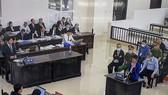 Quang cảnh phòng xét xử sáng nay 28-10-2020