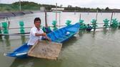 Ông Nguyễn Văn Đổi thường xuyên giúp đỡ người dân khó khăn trong ấp đảo Thiềng Liềng