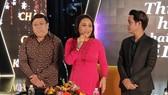 Nghệ sĩ Thanh Hằng (giữa) cùng 'ông bầu' Gia Bảo (trái) và ca sĩ Ân Thiên Vỹ trong buổi họp báo. Ảnh: H.K