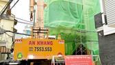 Một công trình xây dựng sai phép trên đường Sư Vạn Hạnh (quận 10) đang trong quá trình cưỡng chế, tháo dỡ