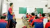 Học sinh Trường THPT Bùi Thị Xuân (quận 1) trong giờ học về kỹ năng sống