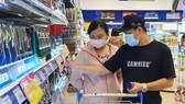 Hàng giảm giá tại Co.opmart được người tiêu dùng chọn mua