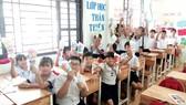Dự án giáo dục Hoa Thủy Tiên mang đến những giờ học Anh văn và kỹ năng sống cho các em nhỏ  tại Trung tâm Phát triển giáo dục Bình An. Ảnh chụp trước khi dịch bùng phát trong cộng đồng