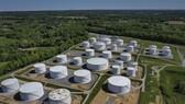 Các bể chứa nhiên liệu tại một trạm của Công ty Colonial Pipeline ở Woodbine, bang Maryland, Mỹ. Ảnh: AFP/TTXVN
