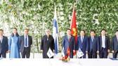 Chủ tịch Quốc hội Vương Đình Huệ và Chủ tịch Quốc hội Phần Lan Anu Vehvilainen chứng kiến Lễ ký kết hợp tác giữa Tập đoàn VNPT và Nokia