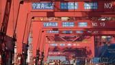 Cảng hàng hóa tại Ninh Ba, tỉnh Chiết Giang, Trung Quốc. Ảnh: THX/TTXVN