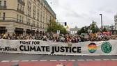 Giới trẻ tham gia tuần hành tại Đức ngày 24-9. Ảnh: REUTERS/TTXVN