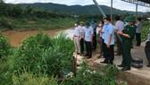 Lãnh đạo tỉnh Quảng Trị khảo sát tình hình sạt lở