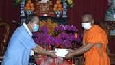 Phó Thủ tướng Thường trực Trương Hòa Bình thăm, chúc tết đồng bào Phật tử Nam tông Khmer