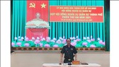 Thiếu tướng Nguyễn Văn Nam, Ủy viên Ban Thường vụ Thành ủy, Tư lệnh Bộ Tư lệnh TPHCM, Phó Chủ tịch Thường trực Hội đồng NVQS TPHCM, chủ trì phiên họp