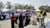 Dâng hương tưởng niệm 64 anh hùng liệt sĩ hy sinh tại đảo đá Gạc Ma