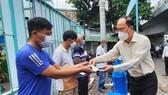 Lãnh đạo Thành ủy TPHCM thăm, động viên các hộ dân bị mất nhà trong vụ cháy ở quận 8