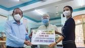 Phó Thủ tướng Thường trực Trương Hòa Bình thăm, tặng quà cộng đồng người Chăm ở TPHCM