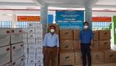 50.000 khẩu trang y tế và thực phẩm thiết yếu hỗ trợ Bệnh viện dã chiến thu dung điều trị Covid-19 (xã Vĩnh Lộc B, huyện Bình Chánh)