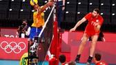 Đội tuyển bóng chuyền nam ROC (đồng phục đỏ) xuất sắc đánh bại Brazil để giành vé vào chung kết Olympic. Ảnh: REUTERS