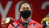 Hidilyn Diaz đi vào lịch sử khi là VĐV đầu tiên của Philippines giành HCV tại một kỳ Olympic. Ảnh: AFP