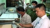 Đoàn kiểm tra an tòa thực phẩm tăng cường giám sát các cơ sở kinh doanh