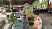 Lực lượng chức năng bắt quả tang 7.598 chiếc điện thoại nhập lậu.