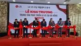 Các đại biểu cắt băng khai trương Trung tâm LG VS tại Đà Nẵng