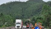 Sửa chữa đường hư trên tuyến tránh Nam Hải Vân – Túy Loan