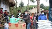 Trao quà tết cho đồng bào miền núi Quảng Nam