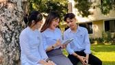 Quang được thầy cô, bạn bè nhận xét là một người cần cù, siêng học hỏi và hòa đồng với mọi người